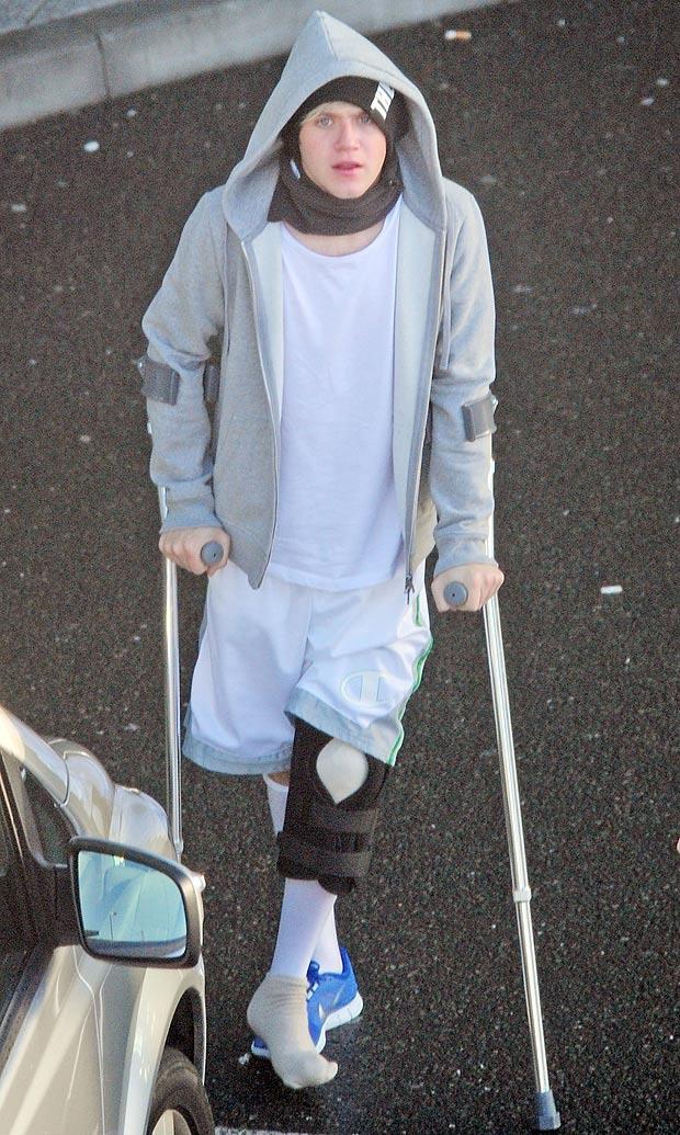 Niall Horan dopo l'operazione al ginocchio