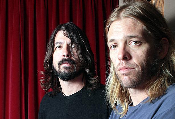 Dave Grohl, frontman dei Foo Fighters, e il batterista Taylor Hawkins