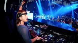 Il DJ Axwell in un'esibizione dal vivo