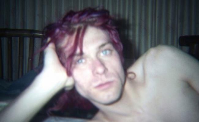 Kurt Cobain con i capelli viola