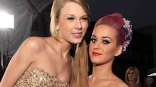 Taylor Swift in posa con Katy Perry