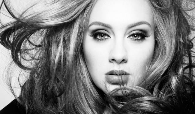 Adele nel video ufficiale del suo comeback single Hello