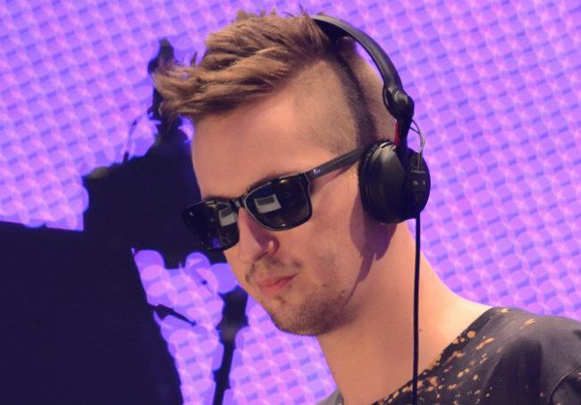 Il DJ tedesco Robin Schulz è presente con due remix all'interno della compilation