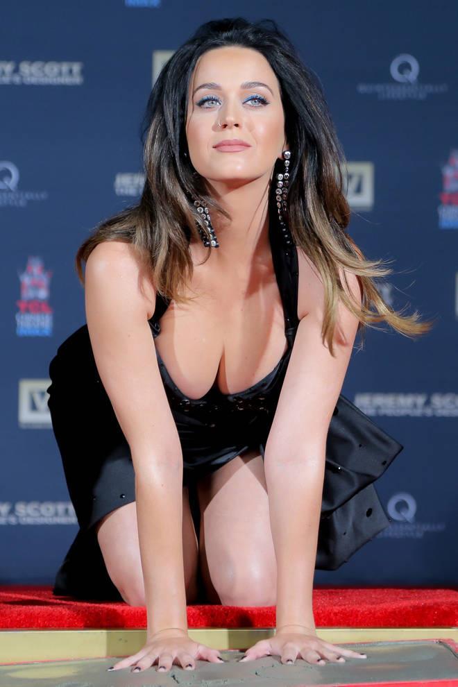 Katy Perry scollata al limite della decenza
