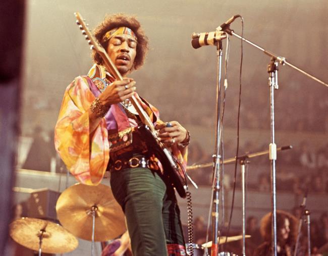 Jimi Hendrix con la sua Fender Stratocaster