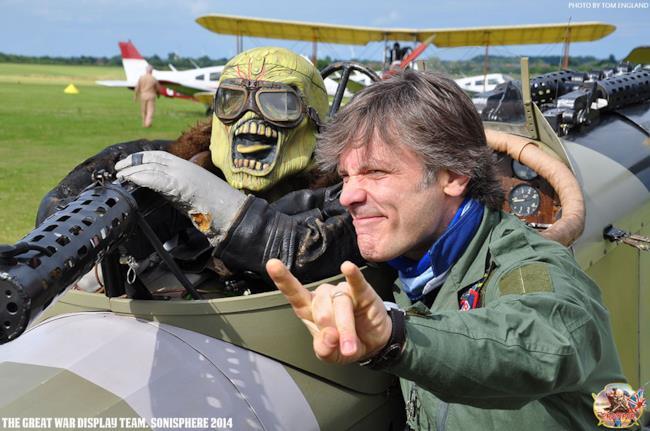 Bruce Dickinson con il suo aereo