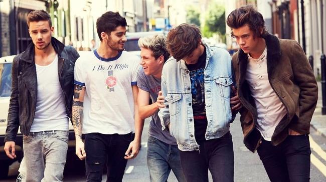 One Direction in formazione completa