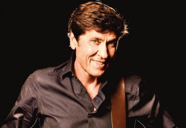 Gianni Morandi con chitarra