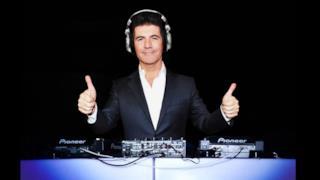 Simon Cowell alla consolle come DJ