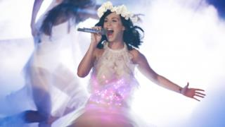 Katy Perry canta dal vivo