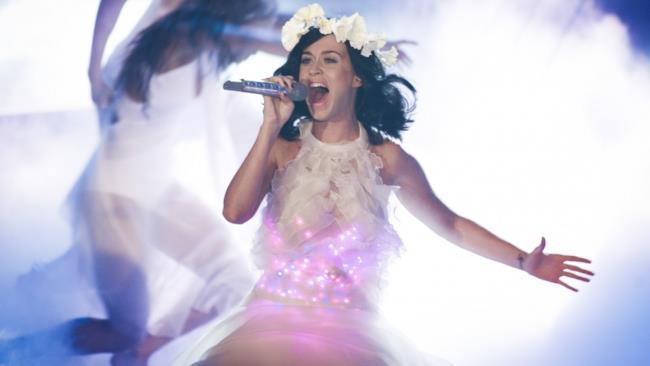 Katy Perry canta dal vivo