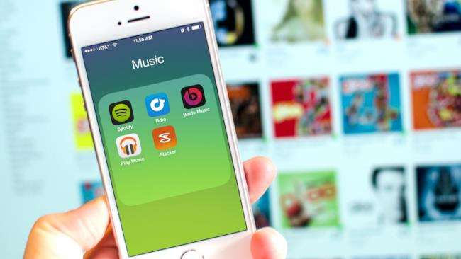 Beats 1, Spotify, Pandora e altri portali che hanno invertito la tendenza dell'ascolto di musica.