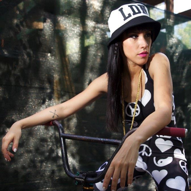 Baby K nel video del nuovo singolo Chiudo gli occhi e salto