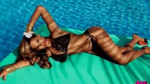 Beyoncé in costume da bagno per H&M
