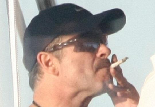 George Michael che fuma