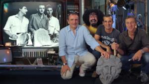 Caparezza con i creatori delle false teste di Modigliani