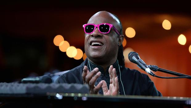 Stevie Wonder con occhiali da sole