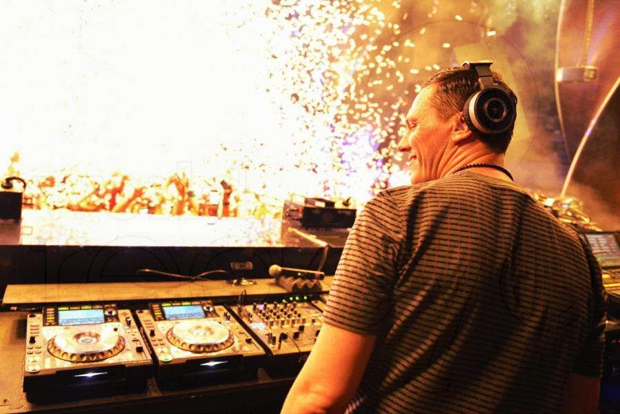 Tiesto è uno dei DJ più pagati al mondo, secondo la rivista Quote, con un cachet di circa 350 mila dollari