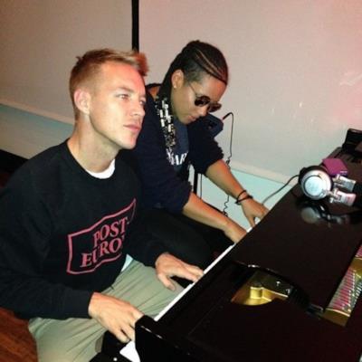 Diplo al pianoforte con Alicia Keys