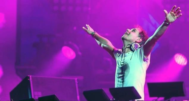 Armin Van Buuren durante un suo set