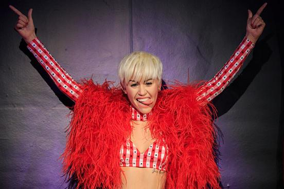 La statua di cera di Miley Cyrus a Londra