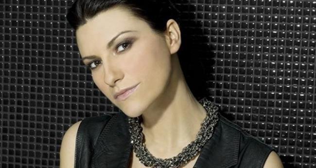 Primo piano della cantante italiana Laura Pausini
