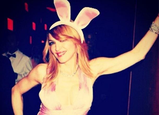 Madonna vestita da coniglietta