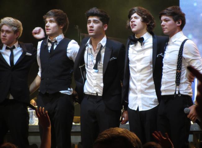 Gli One Direction in concerto a Glasgow nel 2012