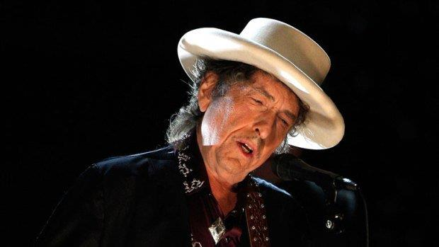 Bob Dylan con cappello bianco