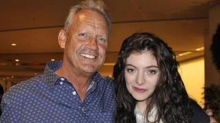 George Brett abbraccia Lorde