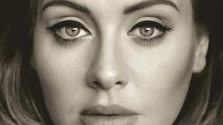 Adele sulla copertina in bianco e nero di 25