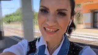Laura Pausini nel video ufficiale di Per la musica