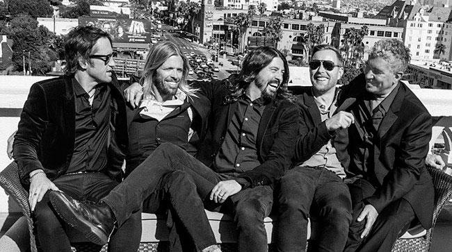 Dave Grohl e gli altri componenti dei Foo Fighters