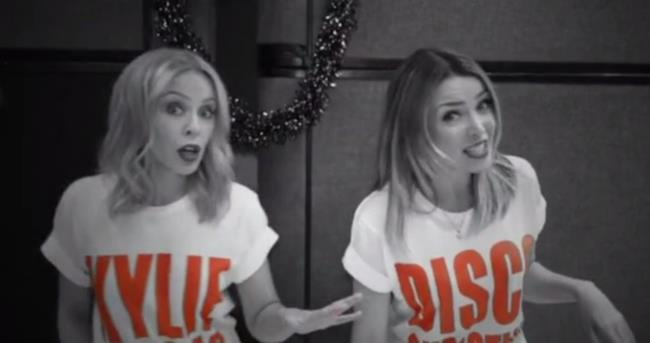 Kylie e Dannii Minogue nel video di 100 Degrees