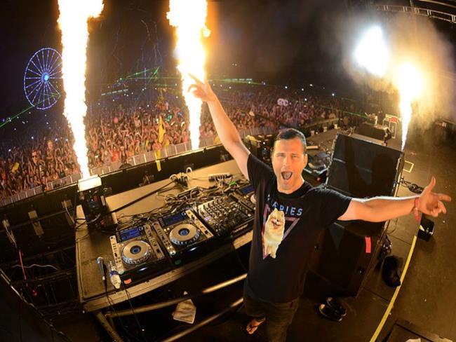 Il DJ Kaskade ha firmato per Warner Bros, un contratto della validità di due album