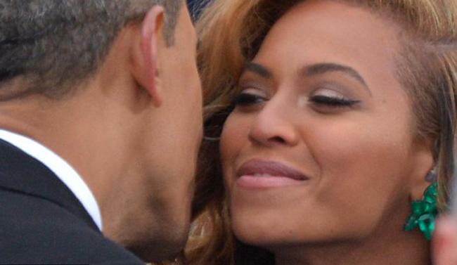 Beyoncé e Obama si salutano calorosamente