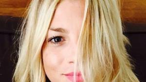 Emma Marrone selfie in piagiama