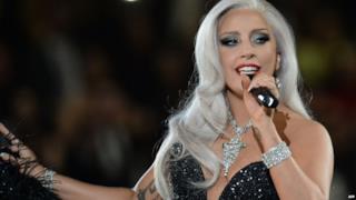 Lady Gaga con vestito da sera