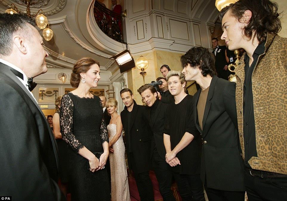 I One Direction incontrano Kate e William