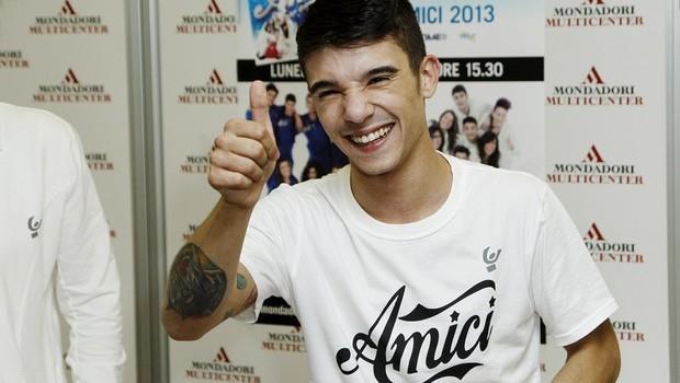 Moreno Donadoni con la maglietta della squadra bianca di Amici