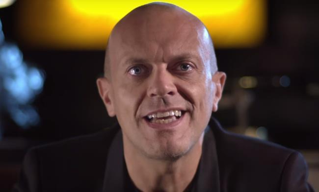 Max Pezzali nel video di Niente di grave