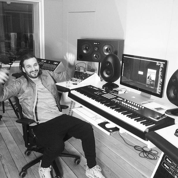 Steve Angello all'interno del suo studio