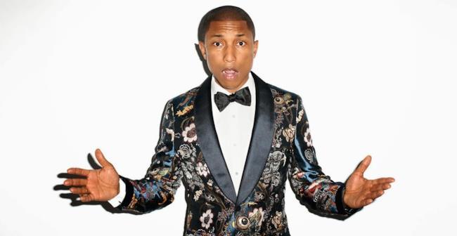 Pharrell Williams in giacca e papillon