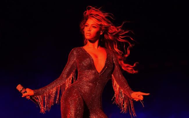 Beyoncé live durante l'On The Run Tour