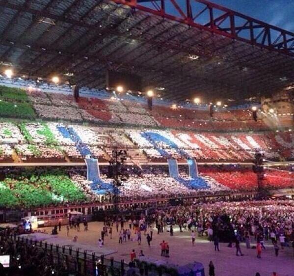 La Coreografia 1D con la bandiera italiana