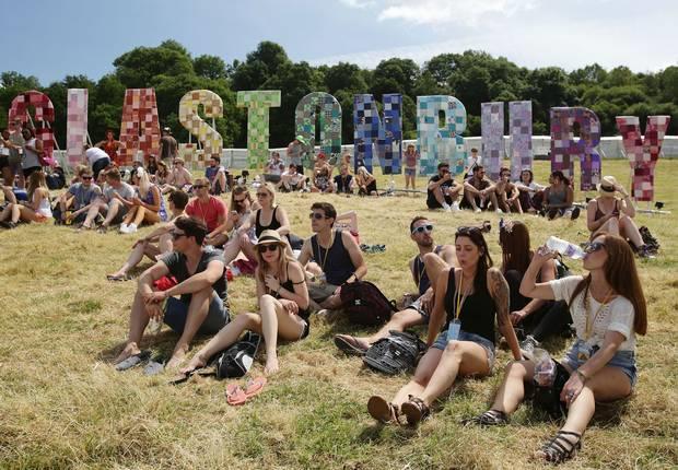 Festival Glastonbury scritta sulla collina
