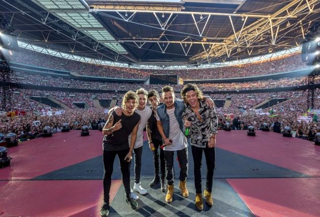 One Direction durante il Where We Are Tour 2014