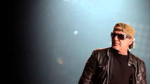 Vasco Rossi durante un concerto