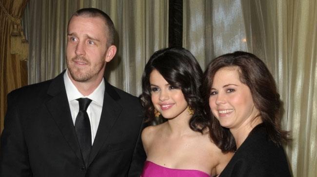 Selena Gomez con la madre e il patrigno