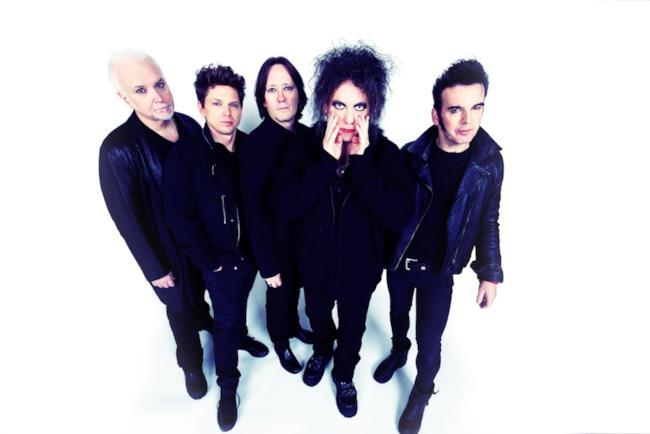I 5 componenti della band inglese The Cure